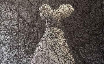 """Exposició: """"Sincronitzant fils i rizomes"""", de Chiharu Shiota"""